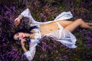 Sensual photosession - inspiration in flowers